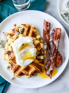 bacon blue cheese mashed potato waffles I howsweeteats.com