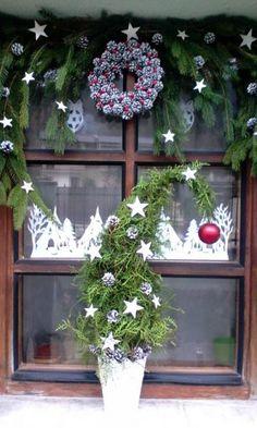 Nádherný vianočný aranžmán na okne! Autorka: artmata. Vianoce, advent, vianočné dekorácie, aranžovanie. Artmama.sk