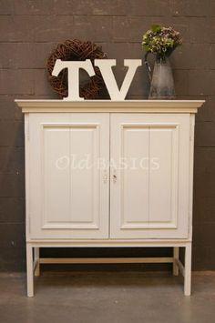 Gezien in Brocante-Special van Ariadne at home: Op maat gemaakte TV kast in landelijl brocante stijl van www.old-basics.nl