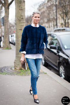 Sarah Harris,British Vogue editor, casual cool in jeans & furry jacket #StreetStyle