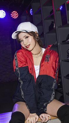 oh f u ck. J Pop, Kpop Girl Groups, Korean Girl Groups, Kpop Girls, Nayeon, Extended Play, Sana Kpop, Osaka, Oppa Gangnam Style