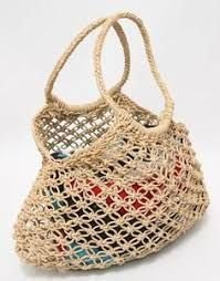 macrame market bag pattern This is great for taking to the supermarket now we don't have plastic bags. I am putting this on my list to make in the holidays with the kids. Macrame Purse, Macrame Knots, Micro Macrame, Jute Tote Bags, Net Bag, String Bag, Market Bag, Kids Market, Macrame Patterns