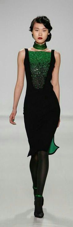 Zang Toi 2014, green emerald choker necklace