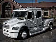 STRUT Freightliner Business Class M2 Sportchassis Grille Collection .....