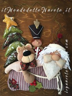 USA epattern - This pattern is in english and italian language. Its ornament for hanging to your Holiday door… T - Nutcracker Christmas, Christmas Sewing, Felt Christmas, Christmas Stockings, Christmas Crafts, Christmas Decorations, Christmas Ornaments, Holiday Decor, Christmas Tables