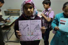 """La guerra de Siria según los niños. Zeinab, 10 años """"Mi casa antes y después de la guerra. ¿Cuál elegirías?"""", pregunta Zeinab en su dibujo."""