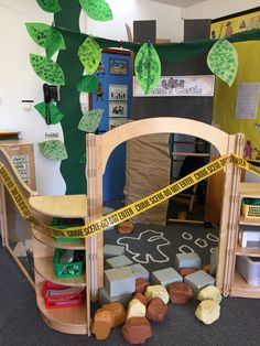 Jack and the Beanstalk role play area. Golden goose and eggs stolen - crime scene! Traditional Tales, Traditional Stories, School Displays, Classroom Displays, Classroom Decor, Eyfs Jack And The Beanstalk, Role Play Areas Eyfs, Fairy Tales Unit, Foundation Stage