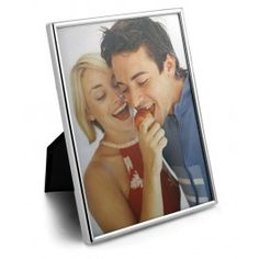Ma trezesc cu tine in gand uitandu-ma la rama foto argintata