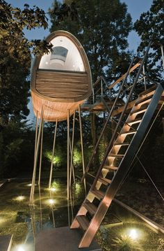 Completely in love with this treehouse... wish I'd had it when I was young...