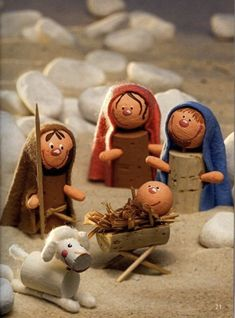 Nativity scene with cork stoppers: 10 cute DIY ideas- Presepe con Tappi di Sughero: 10 Carinissime Idee Fai Da Te Nativity scene with cork plugs - Wine Cork Ornaments, Nativity Ornaments, Nativity Crafts, Christmas Nativity, Christmas Art, Christmas Ornaments, Nativity Scenes, Handmade Christmas Decorations, Christmas Crafts For Kids