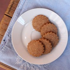 Jednoduché křehké špaldové sušenky | foodnotes.cz Czech Recipes, Healthy Cookies, Czech Food, Healthy Biscuits, Healthy Crackers