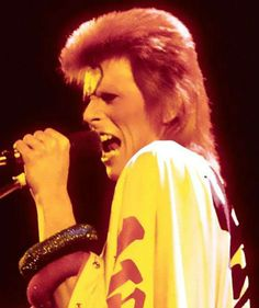 David Bowie and Jeff Beck together as NOT seen in the 'Ziggy Stardust' movie | Dangerous Minds