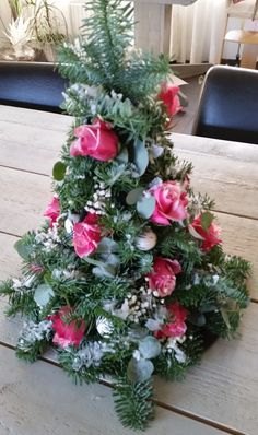 Kerststuk 2014 Christmas Wreaths, Christmas Tree, Danish Design, All Things Christmas, How Beautiful, Holidays And Events, Wonderful Time, Flower Arrangements, Floral Wreath