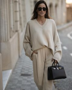 Tonal dressing in cream with mini chocolate brown Hermes bag. Alex Riviere - euro fall dressing #monochromaticwhite Minimal Fashion, Timeless Fashion, Casual Fall, Casual Chic, Cream Pants, Fall Dresses, Classic Looks, Autumn Fashion, Instagram