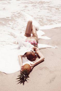 """""""Jouer A La Plage"""" : Rianne Ten Haken : Vogue Netherlands July/August 2012 : Petrovsky & Ramone"""