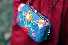 Clutch Luvov   knitted in blue and embroidered in funny by lanusa