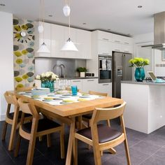 To ease you finding types of open plan kitchen dining room designs ideas you want. This awesome open plan kitchen dining room designs ideas contain 15 fantastic… Kitchen Design Open, Best Kitchen Designs, Open Plan Kitchen, Kitchen Small, Closed Kitchen, Space Kitchen, Open Kitchens, Happy Kitchen, Stylish Kitchen