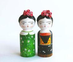 Estas muñecas de madera que te enamorarán en un instante. | 18 Piezas que todo amante de Frida Kahlo querrá tener ahora mismo