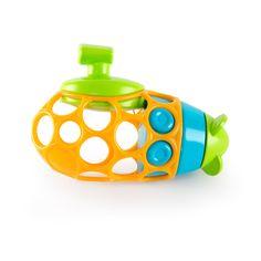 Découvrez un incontournable pour le bain de la gamme Oball. Ce sous-marin de bain est facile à attraper et à manipuler par les petites mains. Ses grands trous et sa matière souple facilitent sa préhension. L'enfant le saisit, le tourne, le mordille. Grâce à son mécanisme, le petit sous-marin peut avancer dans le bain. Il deviendra le compagnon idéal de votre enfant dans la découverte du bain.