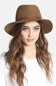 Free shipping and returns on rag & bone Floppy Brim Fedora at Nordstrom.com. Top off your urban expeditions with a borrowed-from-the-boys fedora finished with a tawny leather band.
