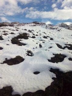 No hay palabras ,los lagos de Covadonga Asturias España,,parece que tienen espuma las montañas ,o merengue ,
