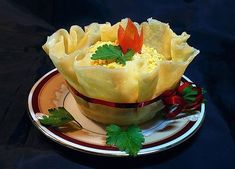 DIY Edible Cheese Salad Bowls Recipe: It is easy to make, and great idea to use flour mix as alternative, great to serve appetizer or salad, french fries Cheese Baskets, Cheese Salad, Salad Bowls, Appetizers, Cooking Recipes, Stuffed Peppers, Ethnic Recipes, Food, Salads