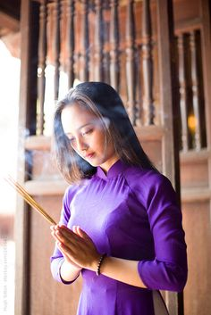 Vietnamese woman praying at Temple of Literature. by Hugh Sitton - Stocksy United Vietnamese Traditional Dress, Vietnamese Dress, Stock Imagery, Ao Dai, Literature, Beautiful Women, The Unit, Asian, Pure Products