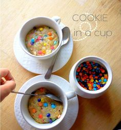 gastrogirl: mm cookie in einer tasse. Delicious Cake Recipes, Yummy Cakes, Yummy Treats, Sweet Recipes, Sweet Treats, Yummy Food, Cookie In A Mug, Cookie Cups, Cake In Cup Microwave