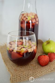 Tips For Creating Your Own Healthy Juice Drinks! Refreshing Drinks, Fun Drinks, Yummy Drinks, Yummy Food, Salada Light, Fruity Wine, Best Mexican Recipes, Café Bar, Cooking Recipes