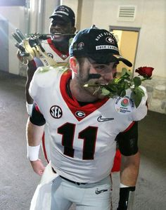 Photos: Bulldogs celebrate Rose Bowl victory Georgia and Oklahoma clash in Pasadena, Calif. in a College Football Playoff semifinal. College Football Gameday, Football Girls, Alabama College, Football Girlfriend, Football Tailgate, Browns Football, Football Outfits, Football Uniforms, Alabama Football