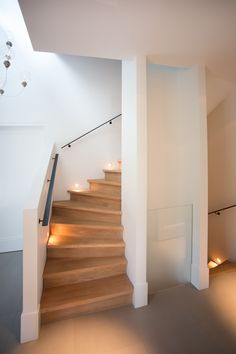 Small Space Staircase, Modern Staircase, Staircase Design, House Stairs, House Entrance, House Goals, Home Deco, Small Spaces, Architecture Design