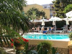 Sunny relaxing afternoon poolside in Hotel Zi' Teresa-Sorrento Sorrento, 4 Star Hotels, Swimming Pools, Restaurant, Outdoor Decor, Home Decor, Swiming Pool, Pools, Decoration Home