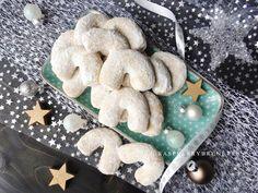 Raspberrybrunette: Vanilkové rohlíčky Gingerbread Cookies, Sweets, Baking, Desserts, Foods, Gingerbread Cupcakes, Tailgate Desserts, Food Food, Deserts