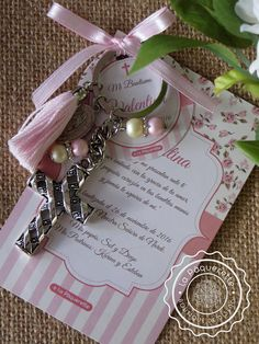 Baptism and First Communion favors - Favor card with religious key-ring - First Communion Favors, Communion Gifts, Baptism Party Decorations, Rosalie, Holy Mary, Diy Birthday, Baby Cards, Card Sizes, Christening