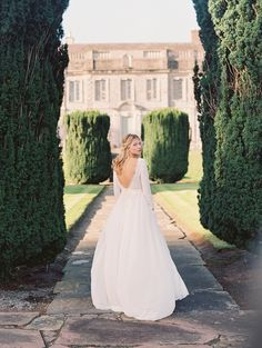 Dream Wedding Inspiration in Ireland - photo by DArcy Benincosa Photography http://ruffledblog.com/dreamy-wedding-inspiration-in-ireland