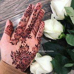 Mehndi Designs Front Hand, Pretty Henna Designs, Modern Henna Designs, Khafif Mehndi Design, Indian Henna Designs, Henna Tattoo Designs Simple, Floral Henna Designs, Finger Henna Designs, Mehndi Designs Book