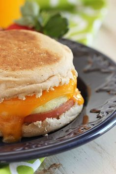 Easy make ahead freezer breakfast sandwiches that are ready when you are. This Egg McMuffin copycat is so simple to whip up and freeze, you'll never make a drive-thru run again. A healthy breakfast or brunch option you'll make all year long. Make Ahead Breakfast Sandwich, Quick Healthy Breakfast, Breakfast On The Go, Breakfast Time, Breakfast Recipes, Breakfast Ideas, Mexican Breakfast, Breakfast Bowls, Frozen Breakfast