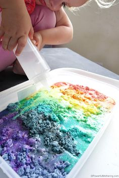 Make a rainbow that fizzes! Use cloud dough to make this lovely fizzing experiment for toddlers and preschoolers alike! Taste safe for little ones and a super fun way to learn about reactions. Toddler Science Experiments, Preschool Science, Science For Kids, Science Activities, Toddler Preschool, Activities For Kids, Rainbow Activities, Toddler Games, Science Fun