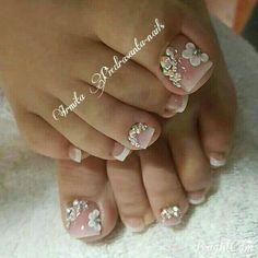 Super nails art ideas for fall toe 45 Ideas - Augen makeup - Nageldesign Pretty Toe Nails, Cute Toe Nails, Pretty Toes, Fancy Nails, Bling Nails, Trendy Nails, Fall Toe Nails, Pretty Pedicures, Rhinestone Nails