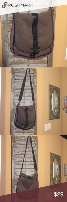 Vans Crossbody Purse/Messenger Bag Vans Off The Wall Crossbody Purse or Messenger Bag. Preowned and my daughter used it for both a purse or caring her laptop. Great condition please view all photos. Brown Black Canvas with Black Faux Leather and clasp closure. Has purple lining and pocket inside and also back pocket length of bag for extra storage. Measures 13x14 Vans Bags Crossbody Bags