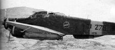 S.79 della 278a Squadriglia, 132° Gruppo  Si noti sulla fiancata lo stemma con i quattro gatti sul siluro,   ed il motto Pauci Sed Semper Immites