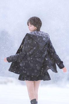 帅嘤嘤 制服 セーラー服 Cute Asian Girls, Beautiful Asian Girls, Cute Girls, Female Pose Reference, Snow Girl, Girls In Mini Skirts, Cute Young Girl, School Girl Outfit, Cute Poses