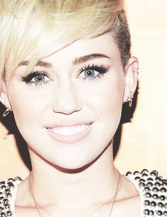 YEEAAH I AM GOING TO MILEY HER CKNCERT 2 MAY 2014 IN THE NETHERLAND ! WITH MU NIECE DADY AND BROTHER ! I LOVE MILEY CYRUS !!