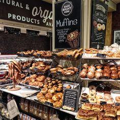 Bakery Decor, Bakery Interior, Bakery Shop Design, Coffee Shop Design, Bakery Store, Bakery Cafe, Whole Foods Market, Pastry Display, Bread Display