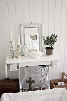 Картинки по запросу ideas for alterations sewing machine singer Old Sewing Machine Table, Sewing Machine Projects, Old Sewing Machines, Shabby Cottage, Shabby Chic Homes, Shabby Chic Decor, Recycled Furniture, Painted Furniture, Singer Sewing Tables