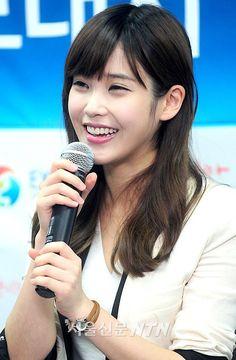 ไอยู (IU) สวมมาดทูตประชาสัมพันธ์ พร้อมร้องเพลงโลโก้ซอง 'EXPO 2012 YEOSU KOREA'…