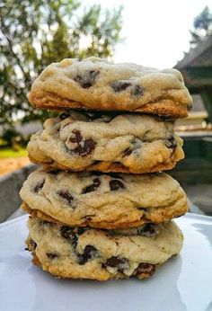 As a self-proclaimed dessert enthusiast, these are the best homemade chocolate chip cookies I've found! They are quick, easy and just the right amount of gooey to chewy. Perfect Chocolate Chip Cookies, Chocolate Chip Recipes, Homemade Chocolate, Baking Chocolate, Chocolate Chip Pizza, Chocolate Ganache, Mint Chocolate, Comida Pizza, Baking Recipes