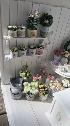 Flower Shop corner detail by miniatyrmama Miniature Plants, Miniature Rooms, Miniature Fairy Gardens, Miniature Houses, Miniature Furniture, Dollhouse Furniture, Dolls House Shop, Mini Plants, Mini Things