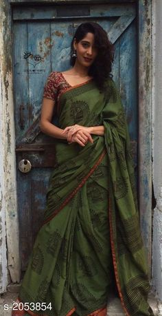 Hand block printed mul saree with the royal Kala Ghoda block print. Irkal/cotton silk pattis all over. These sarees have the softest feel and flow gracefully. Simple Sarees, Trendy Sarees, Stylish Sarees, Formal Saree, Casual Saree, Saree Poses, Block Print Saree, Block Prints, Moda Indiana