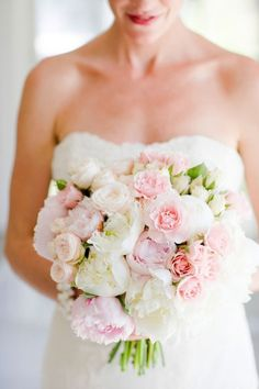 Crushing on this bouquet? Find out which blooms you should avoid for summer weddings! Like this bouquet Bouquet Bride, Wedding Bouquets, Wedding Dresses, Floral Wedding, Wedding Flowers, Romantic Flowers, Perfect Wedding, Dream Wedding, Garden Wedding